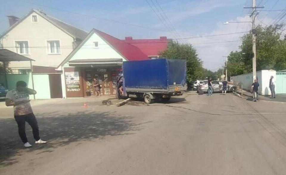 На месте аварии сейчас регулируется дорожное движение. Фото: пресс-служба МВД по РК