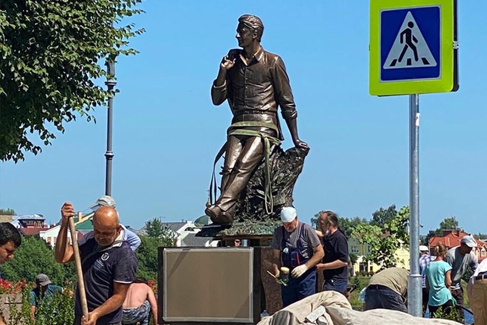 Памятник Андрею Дементьеву появился на набережной в Твери Фото: vk.com/tverbuilding