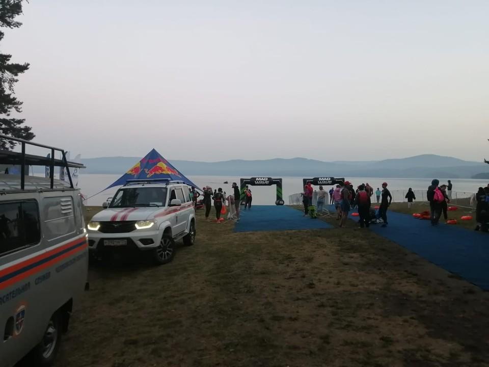 С середины озера пришлось спасать группу спортсменов. Фото: Поисково-спасательная служба Челябинской области.