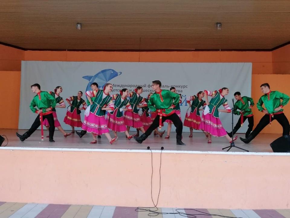 Руководят коллективом народного танца «Дубравушка» Александр и Татьяна Бандуристовы. Фото пресс-службы администрации Корочанского района.