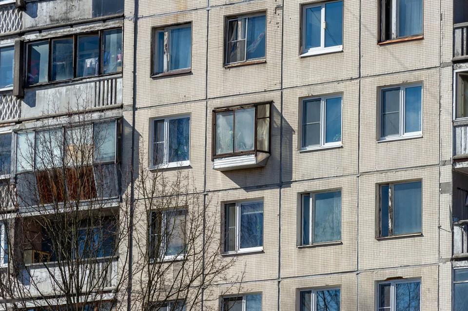 С начала лета в Петербурге из окон выпали более 20 детей