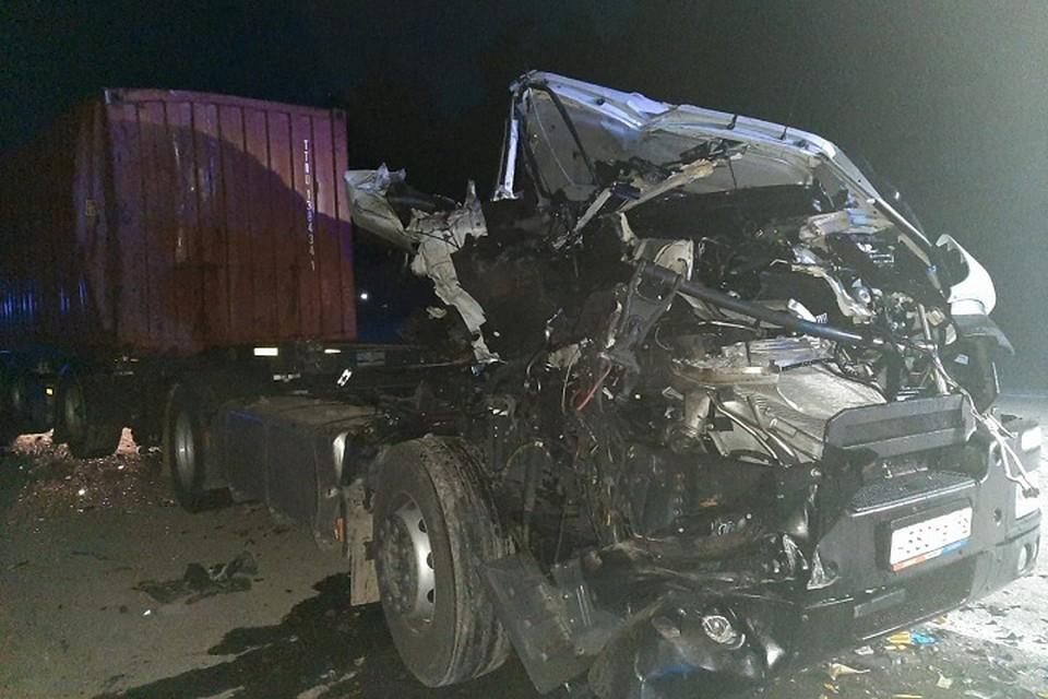 Водителя Iveco госпитализировали в больницу в тяжелом состоянии Фото: отделение пропаганды ГИБДД Екатеринбурга