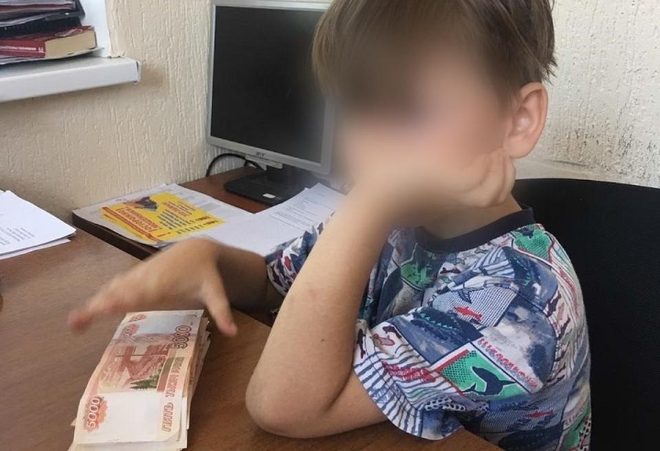 Ребенка вовремя увидел и отвез в отдел полиции лейтенант Александр Балычев.