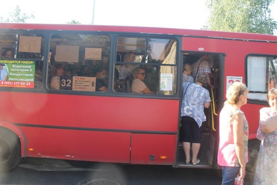 В некоторые автобусы было не попасть. ФОТО: Рада ШПИЛЕВАЯ