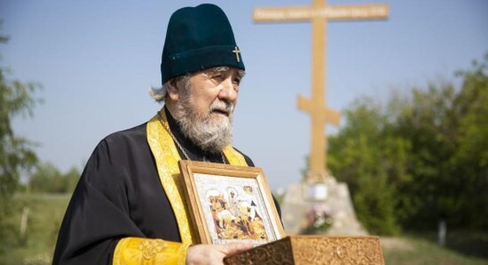 Ранее, чтобы избавить Омскую область от пандемии, митрополит устроил автомобильные крестный заезд с иконами. ФОТО: Омская Епархия