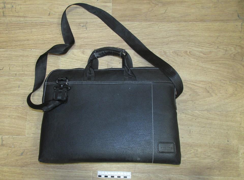 Похищенную сумку и ноутбук нашли и грабителя
