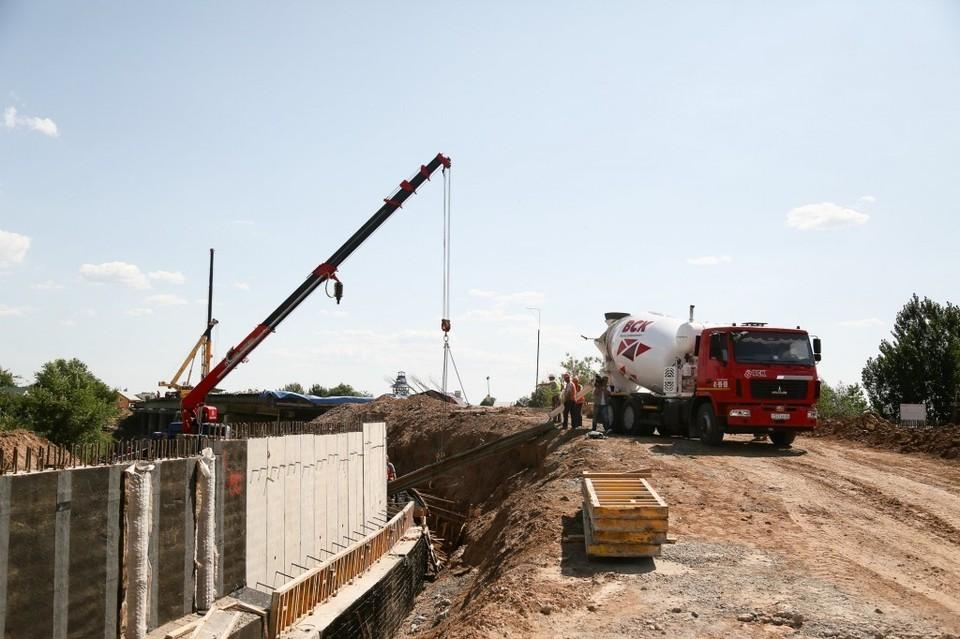 В Астрахани движение на двух полосах Милицейского моста возобновят к 1 сентября