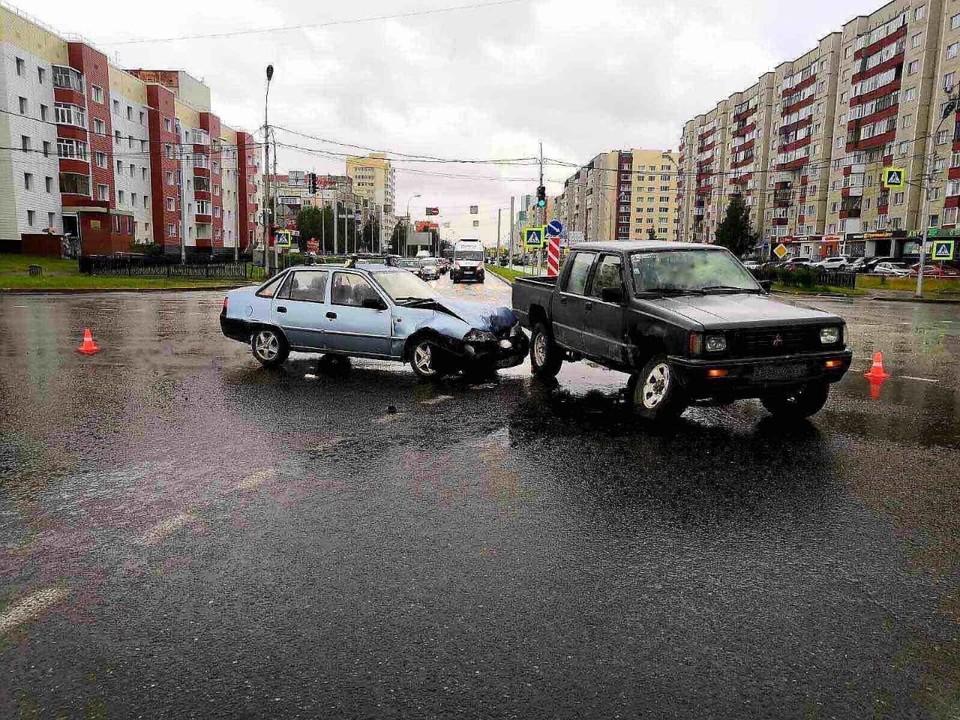 В аварии на перекрестке в Сургуте пострадали два человека Фото: ГИБДД России