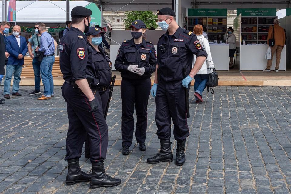 Полиция не советует пересылать кому-либо откровенные фото