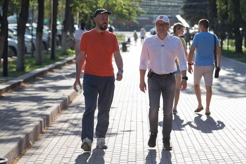 Губернатор и дизайнер прогулялись по центру города. Фото: instagram.com/alexeytexler.official