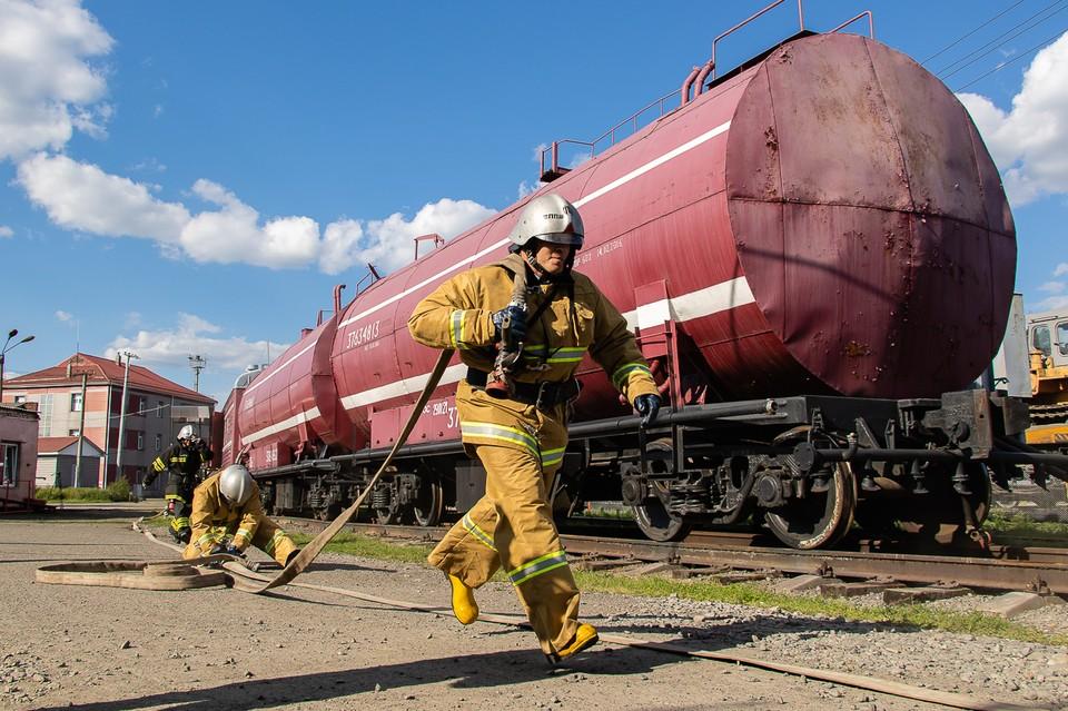 Сотрудники ЮУЖД помогли победить пожары на юге Челябинской области.