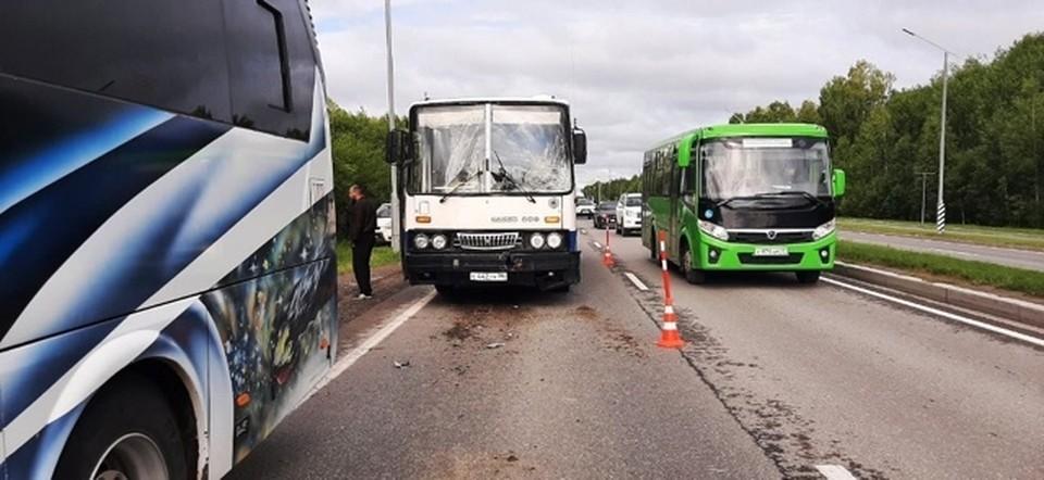 Под Тобольском произошло ДТП с участием двух автобусов, есть пострадавшие.