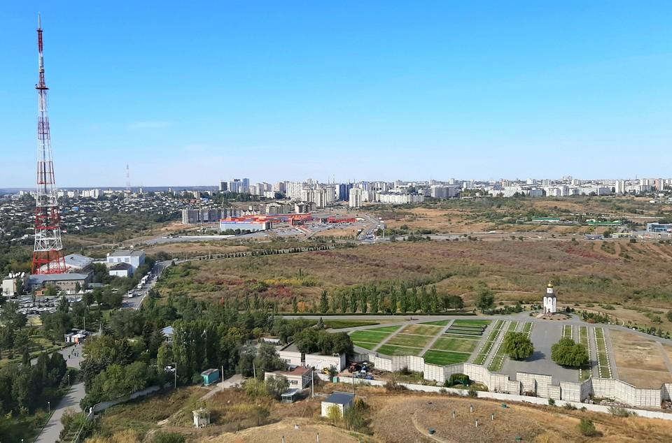 Чиновники хотят развивать эту большую территорию в Дзержинском районе. Жители боятся, что ее застроят.