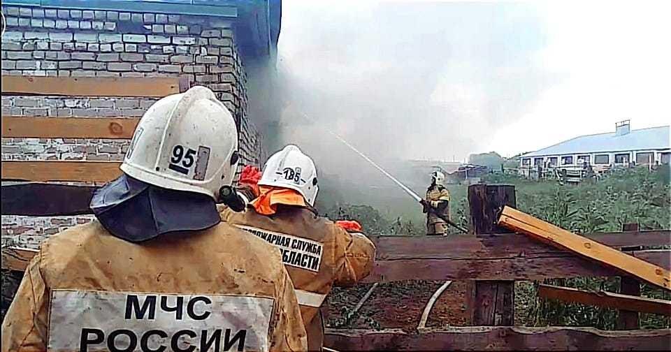 В Самарской области тушат крупный пожар на ферме. Фото - ГУ МЧС России по Самарской области