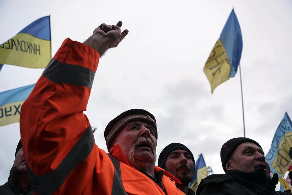 В Киеве привычка плясать на костях становится нормой неудавшейся жизни.