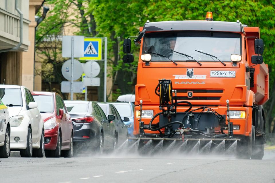 Дорожные предприятия и садово-парковое хозяйство Петербурга договорились о совместной работе по поливу газонов