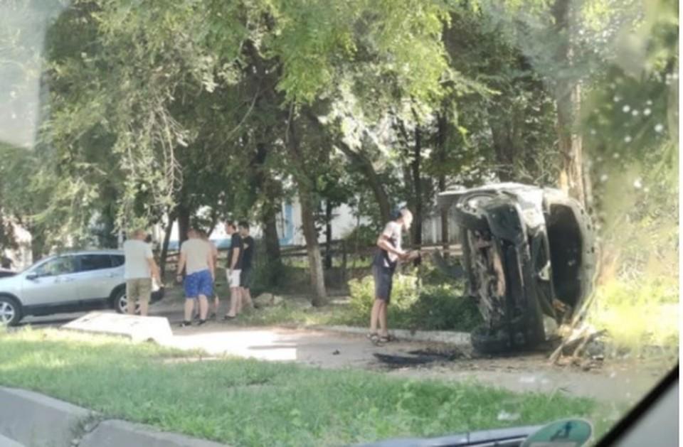 Один из автомобилей перевернулся (Фото: noi.md).