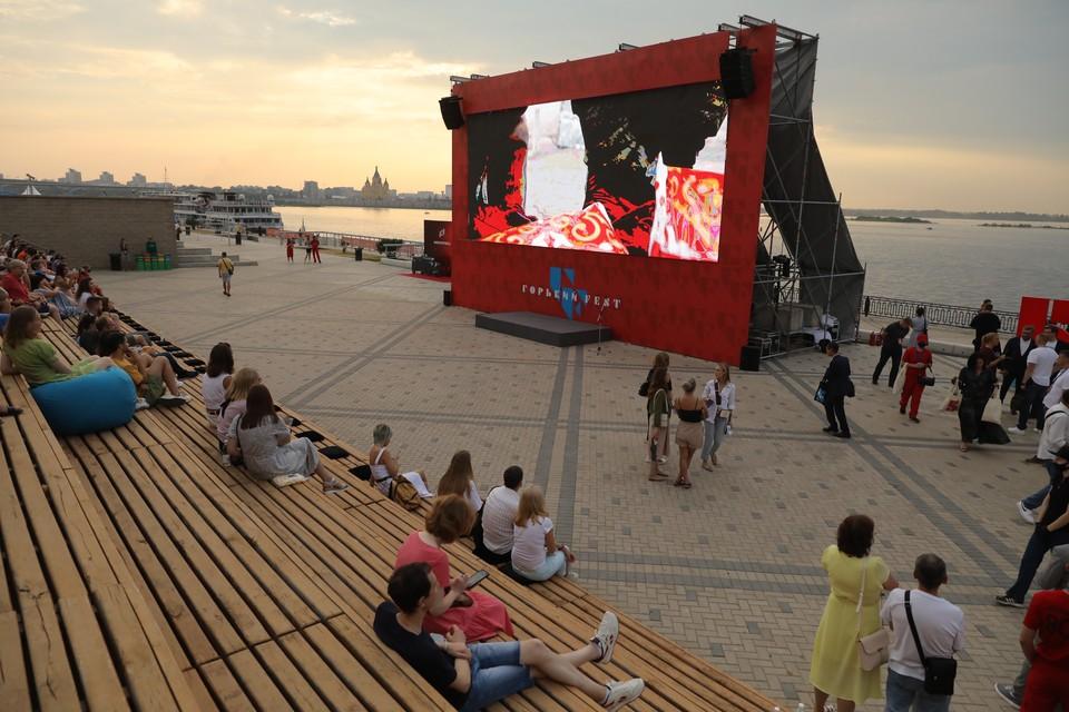 Летний кинотеатр открыли на Нижневолжской набережной Фото: пресс-служба правительства Нижегородской области
