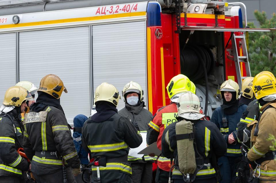 Три человека погибли в пожаре в дачном доме в городе Отрадное в Ленобласти