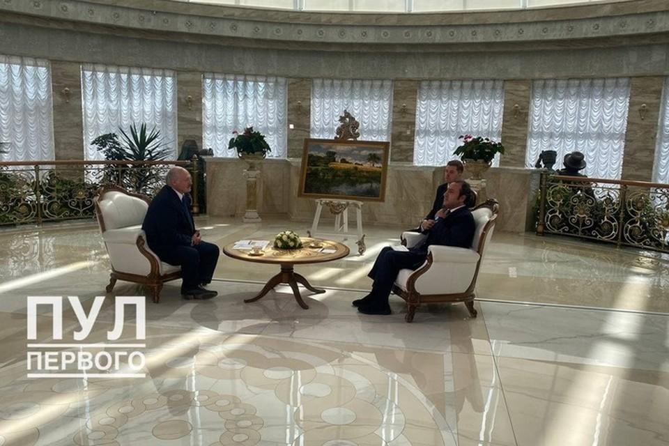 "Александр Лукашенко 19 июля дает интервью телеканалу Sky News Arabia. Фото: ""Пул Первого"""