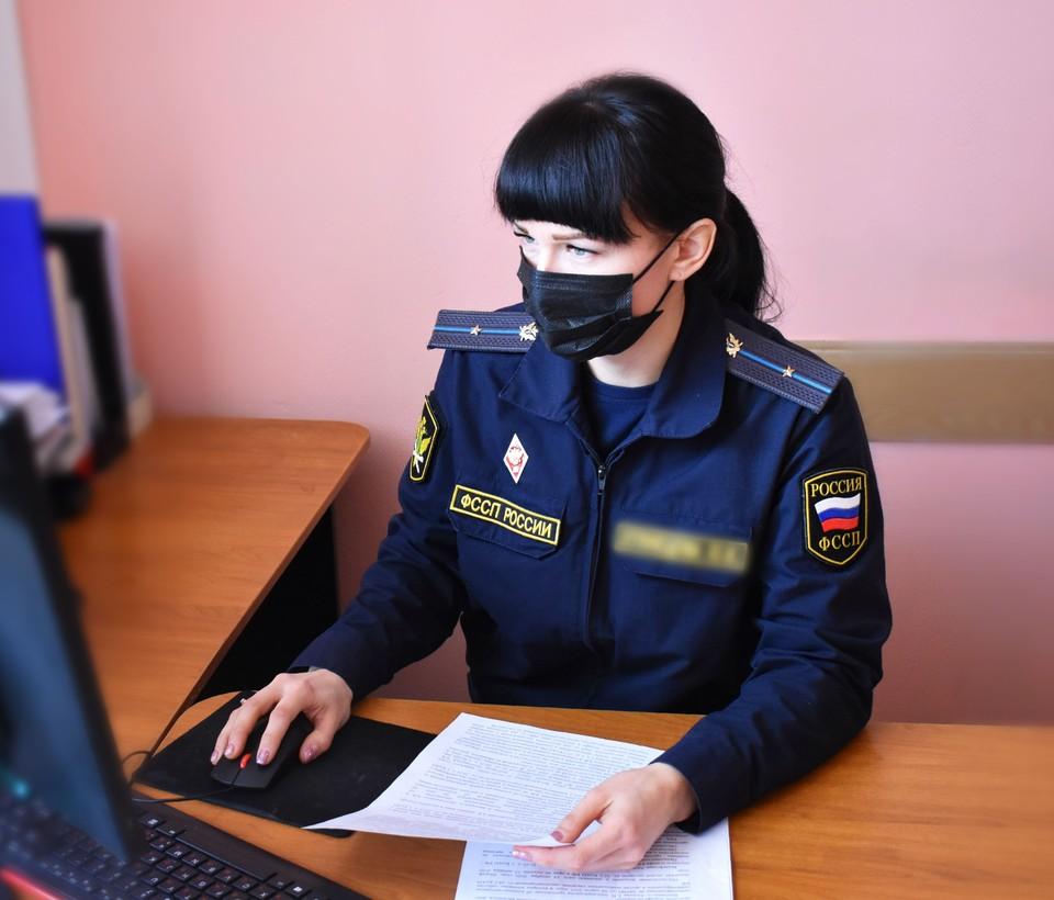 Представитель женщины разом оплатил все штрафы не только ее, но и ее бывшего супруга. Фото пресс-службы УФССП России по Белгородской области.
