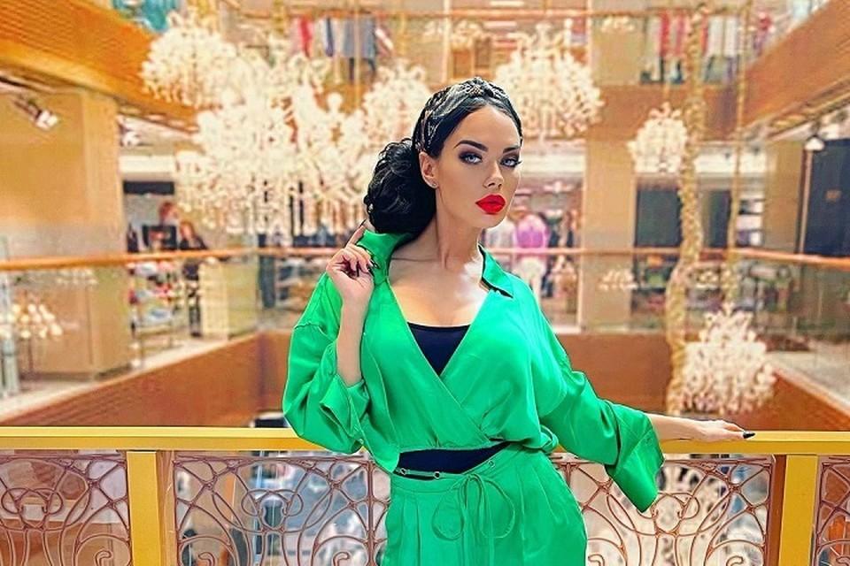 Яна не стесняется говорить о своем прошлом. Фото: instagram.com/yana_koshkina_officia