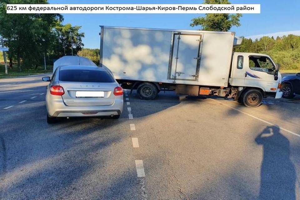 Причиной ДТП послужила невнимательность водителя иномарки. Фото: vk.com/gibdd43