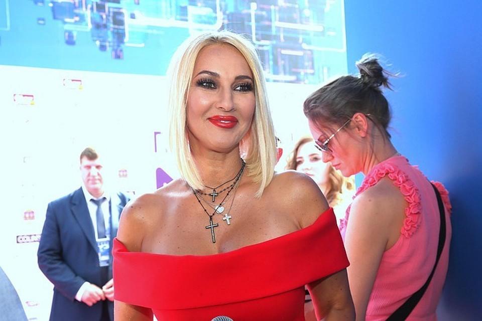 Откровения известной певицы с Лерой Кудрявцевой обернулись грандиозным скандалом