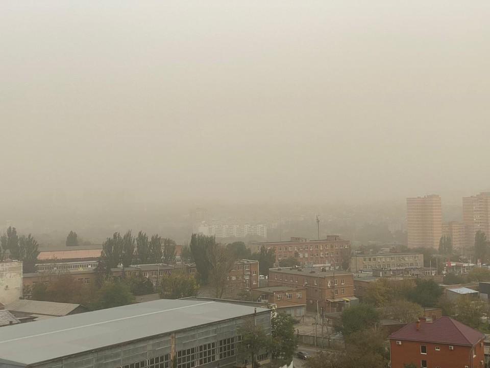 Крупная пыль не представляет опасности, пока пыльная буря не поднимет ее на уровень дыхательных путей человека. Фото: ДАДАЯН Давид.
