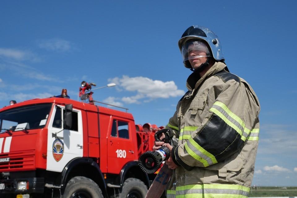 В Краснодарском крае потушили крупный пожар в строительном магазине