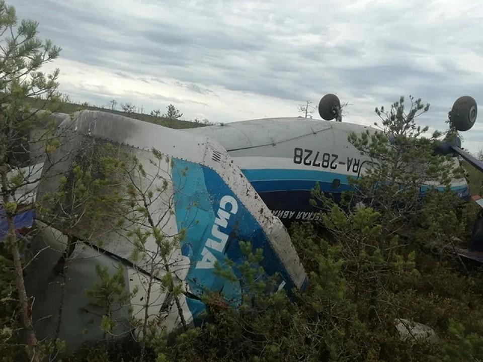 Следователи обнаружили бортовой самописец Ан-28, совершившего жесткую посадку в тайге в Бакчарском районе. Фото Западно-Сибирской транспортной прокуратуры.