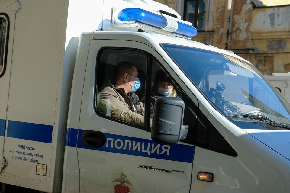 Задержаны двое мужчин, избившие прохожего после замечания о выбросе строительного мусора в Петербурге