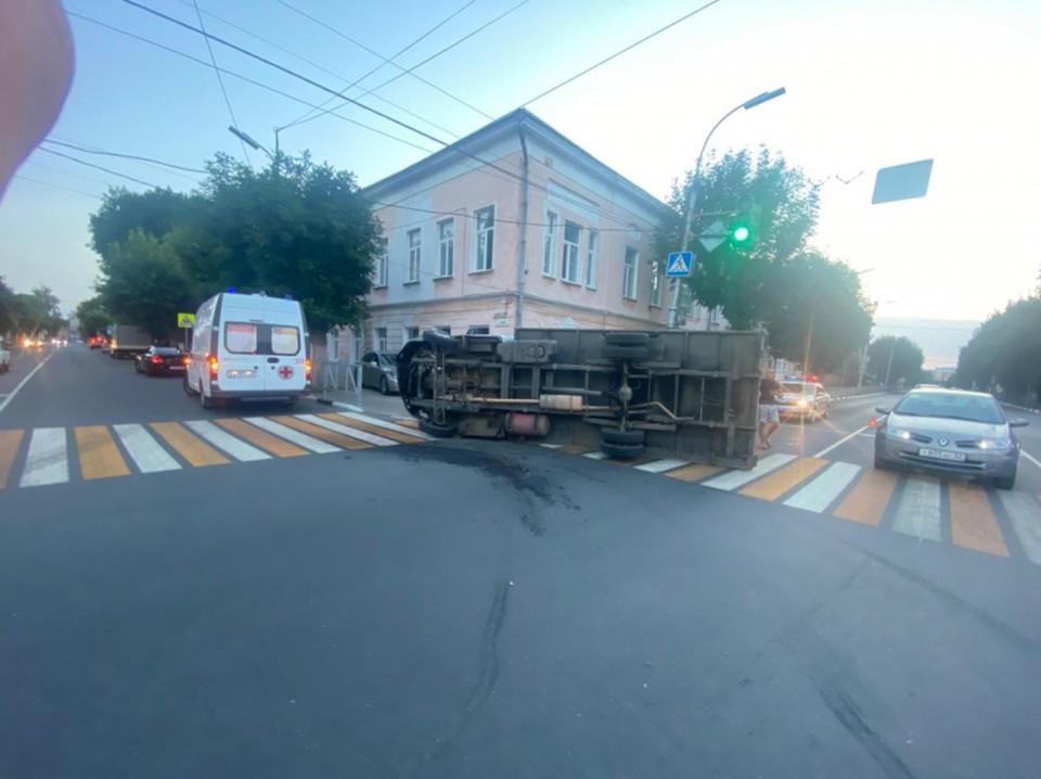 В центре Рязани на светофоре перевернулась «ГАЗель».