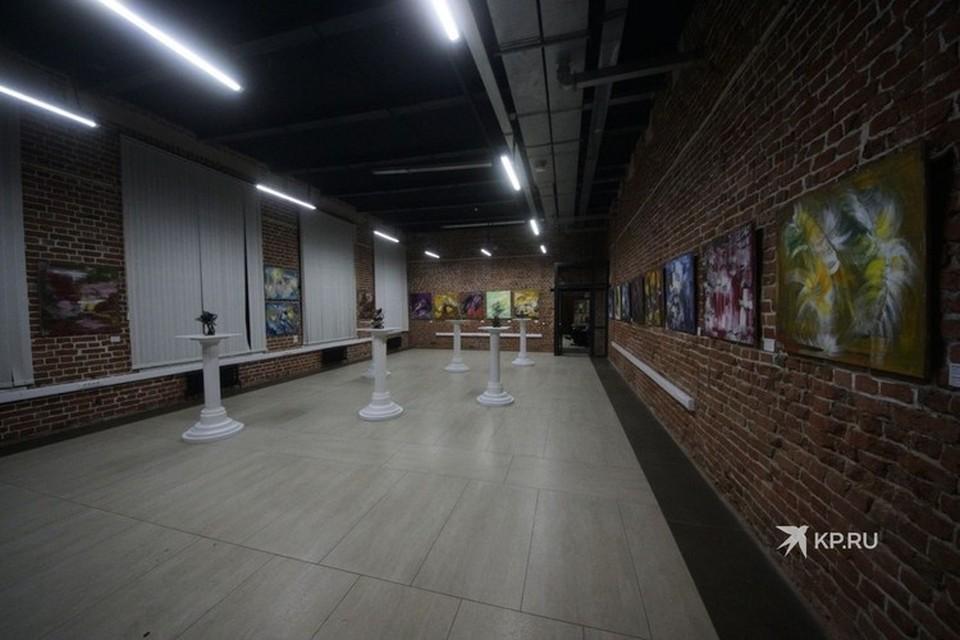 В ЖК «Главный проспект» регулярно проводятся выставки и светские рауты
