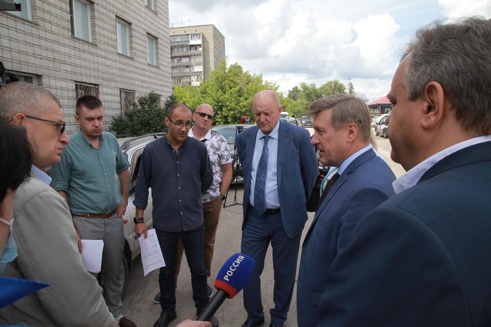 Мэр Новосибирска Анатолий Локоть оценил объем работ на дорогах города. Фото: пресс-служба мэрии Новосибирска