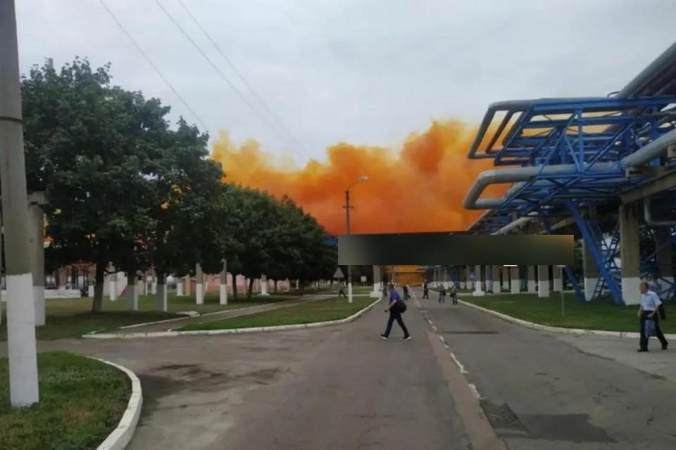 Тот самый рыжий дым над заводом.