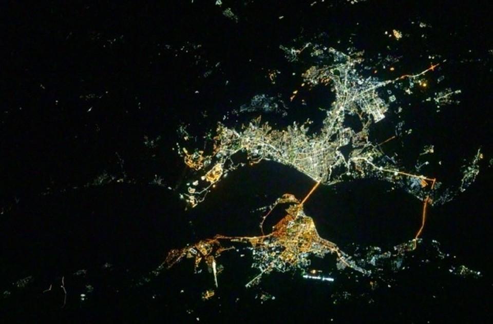 Фото Саратова и Энгельса из космоса, сделанное с МКС