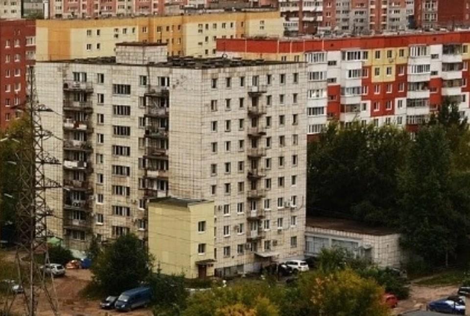 Девушка скончалась, выпав с 16-этажного дома.