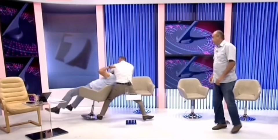 Жестокое избиение произошло в прямом эфире (Фото: скрин с видео).