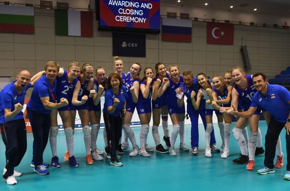 Чемпионат Европы по волейболу среди девушек младшего возраста, где выступают игроки не старше 2006 года, прошел в июле в Венгрии и Словакии. Фото: администрация Екатеринбурга