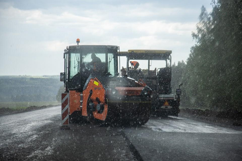 В сообщениях губернатору люди писали о разрушенном асфальте, брошенных участках дороги и явно затянувшихся работах.