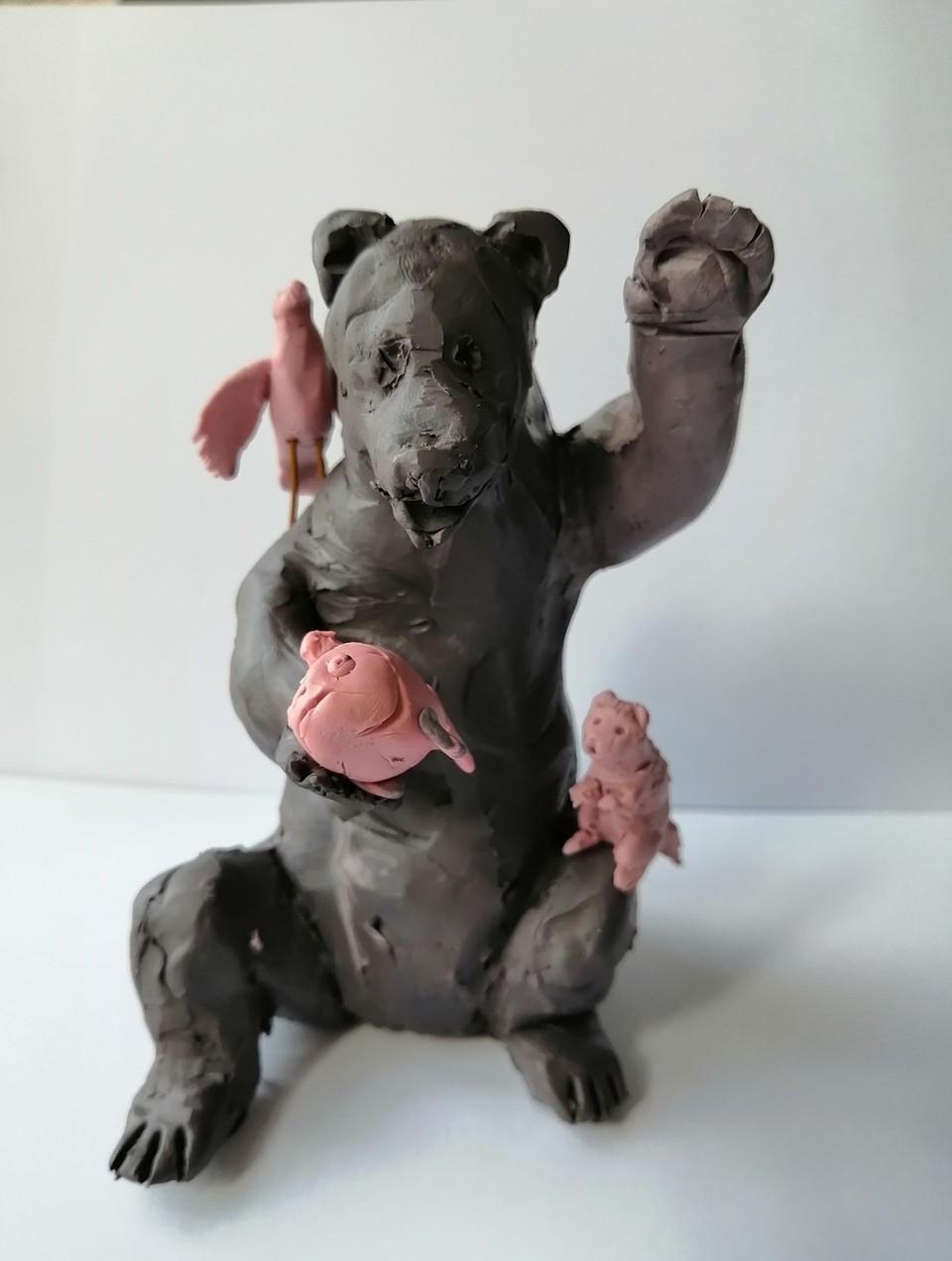 Пока будущая скульптурная композиция существует только в виде забавного пластилинового макета.