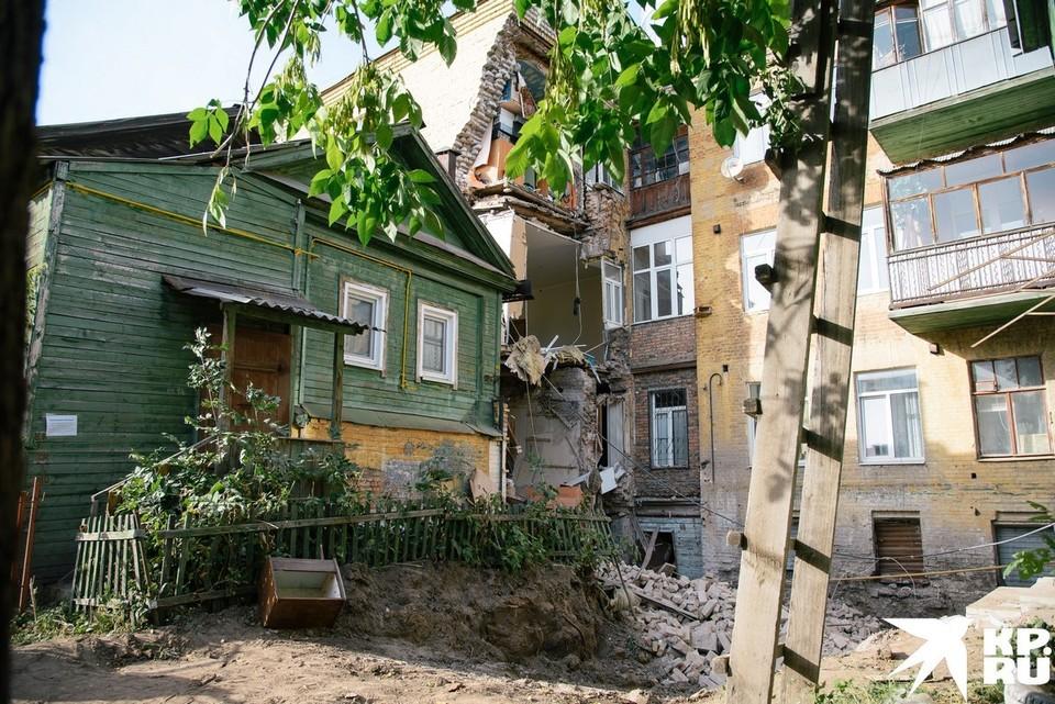 Когда в дом с рухнувшей стеной снова смогут вернуться люди - пока неизвестно