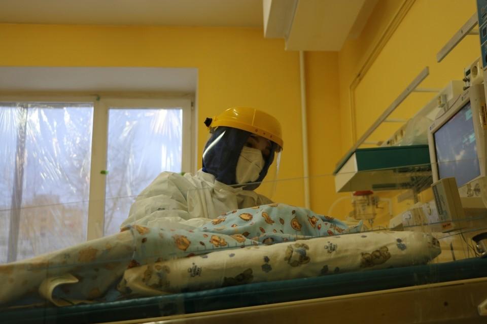 В Тюмени 12 больных коронавирусом беременных женщин находятся в тяжелом состоянии.