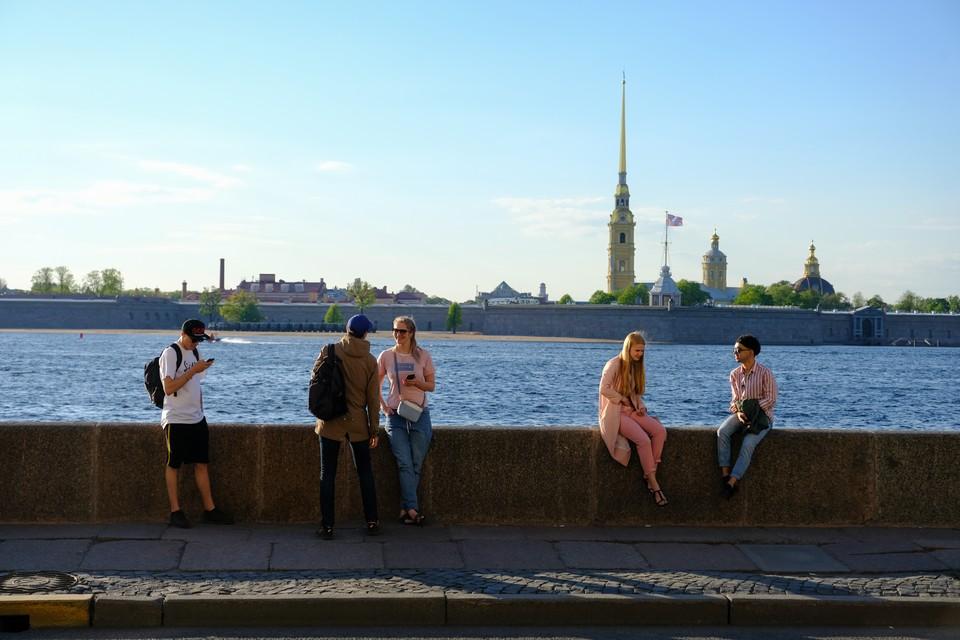 В выходные в Петербурге будет дождливо и начнет возвращаться жара