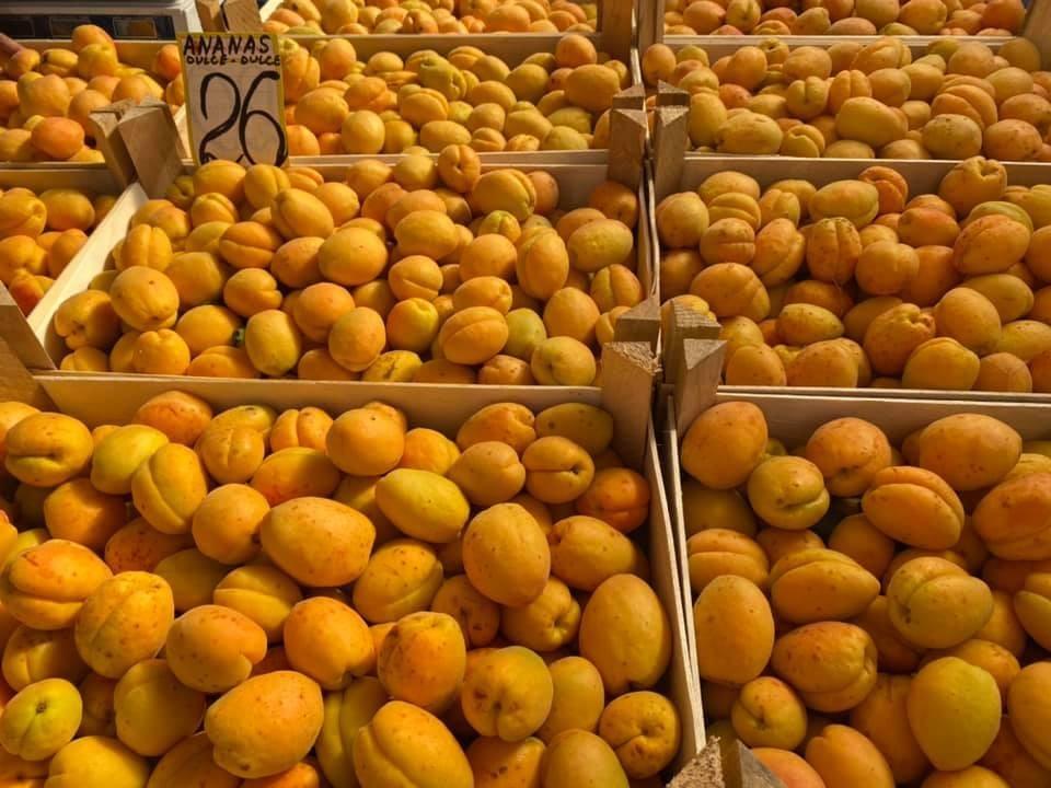 Теперь понятно, почему абрикосы дороже бананов (Фото: соцсети).