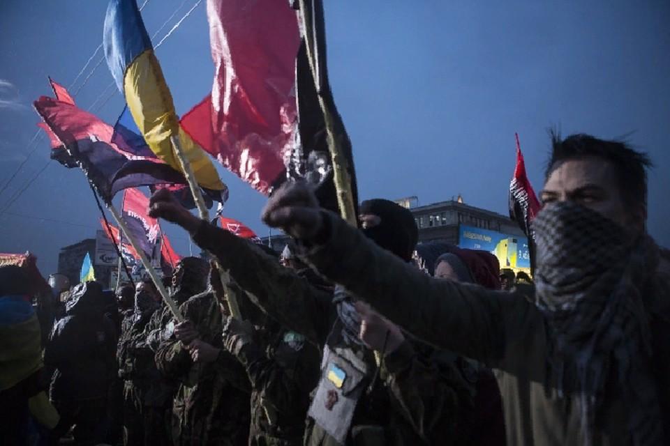 Украина буквально напичкана ультраправой идеологией, и под ее влияние все чаще попадает молодежь