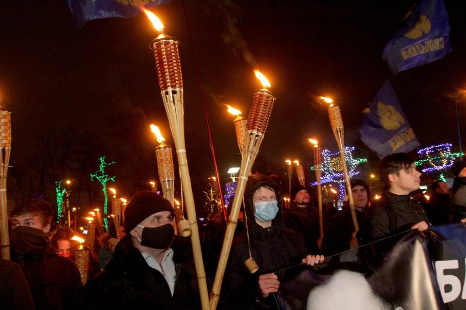 Факельные шествия, как в нацистской Германии прошлого века, не редкость в современной Украине.