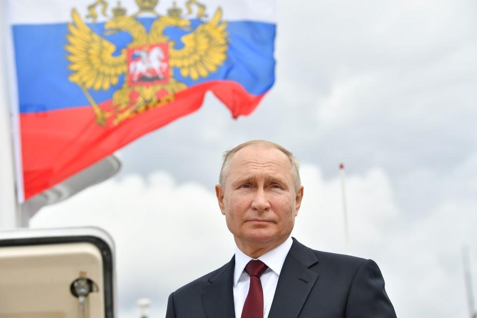 Владимир Путин принял участие в Главном военно-морском параде страны.
