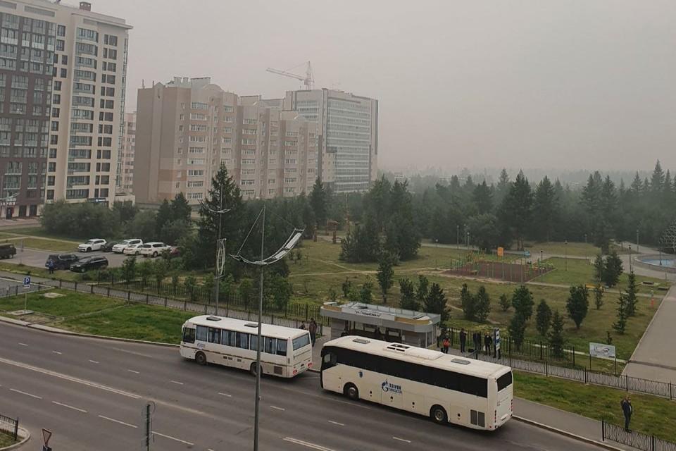 """Хоть возгораний в городе нет, но запах гари невыносим Фото: администрация Нового Уренгоя """"Вконтакте"""""""